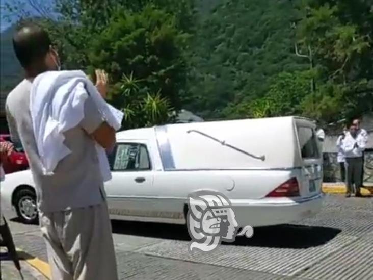 En Hospital de Río Blanco dan último adiós a empleado fallecido por COVID-19