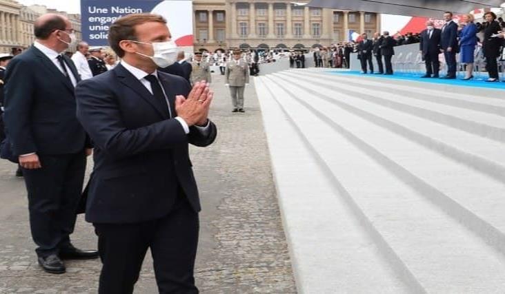 Defiende Macron al cubrebocas en Desfile del Día Nacional de Francia