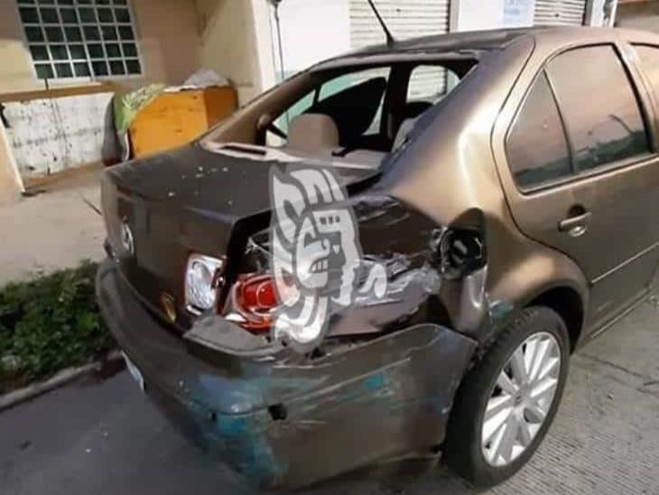 Conductor provoca accidente en calles de Boca del Río y huye