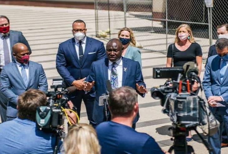 Familia de George Floyd demanda a la ciudad de Minneapolis