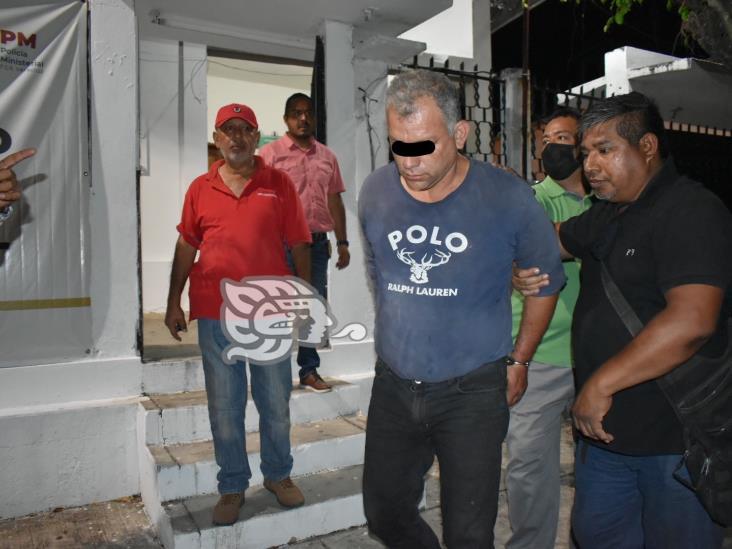 Detienen a trailero por agredir y lesionar a detectives de la PME en Acayucan