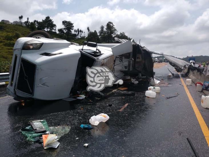 Accidente en libramiento Xalapa-Perote, deja daños materiales y una persona lesionada