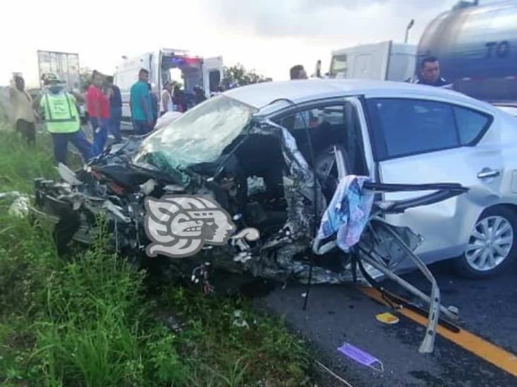 Profesor de Jáltipan resulta herido tras choque en la autopista en Acayucan
