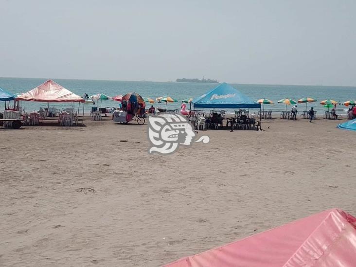 Jarochos retan al COVID-19 y se instalan en playas de Villa del Mar
