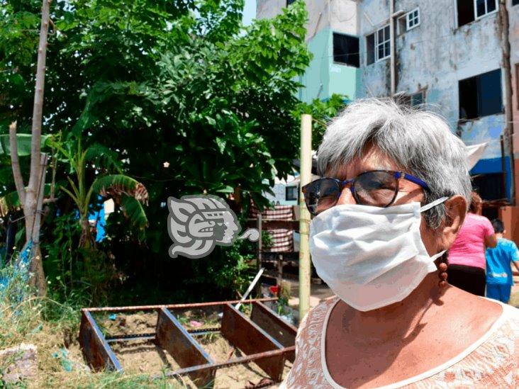 Pleito por jardinera en edificios del Grupo M; amenazan a vecina con machete