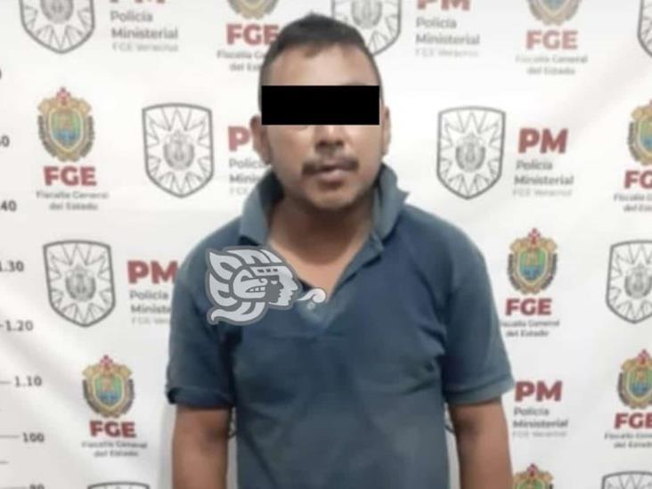 Detienen a violador por abusar de su propia hija en Las Choapas