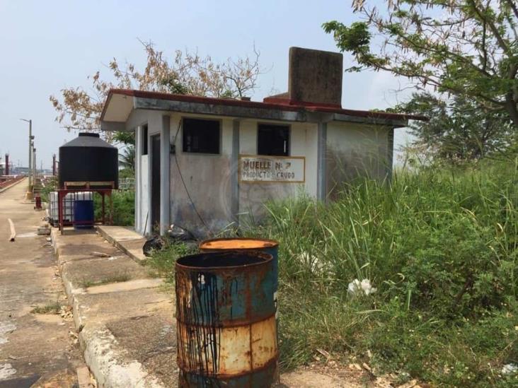 Rebasados y sin seguridad, trabajadores evidencian abandono de Pemex