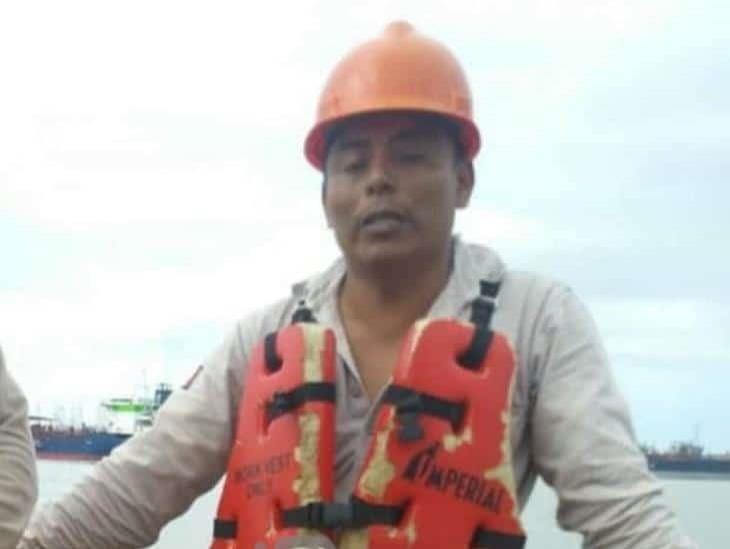 Localizan cuerpo de petrolero a dos días de hundirse en el río Coatza