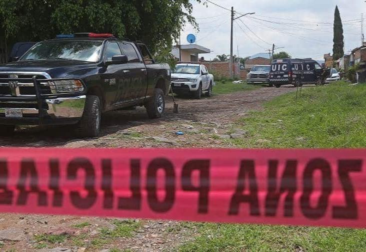 Hallan 28 cuerpos en fosa cercana a base policial en Jalisco
