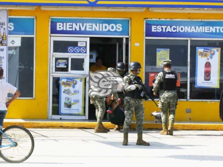 Detienen a mujer por causar daños en tienda de conveniencia de Coatza