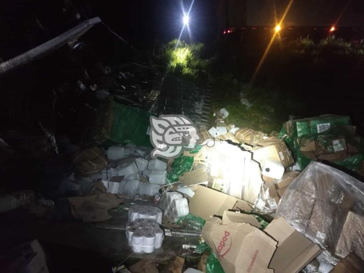 Rapiñan tractocamión cargado de papelería en tramo Sayula-Aguilera