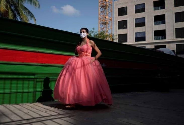 Cubrebocas, el nuevo grito de la moda para quinceañeras en Cuba
