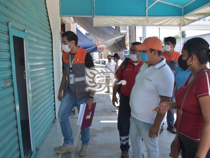 Autoridades inspeccionan centros comerciales de Cosoleacaque