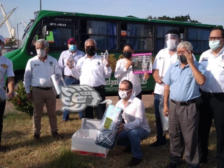 Donan equipos de prevención a conductores de transporte público