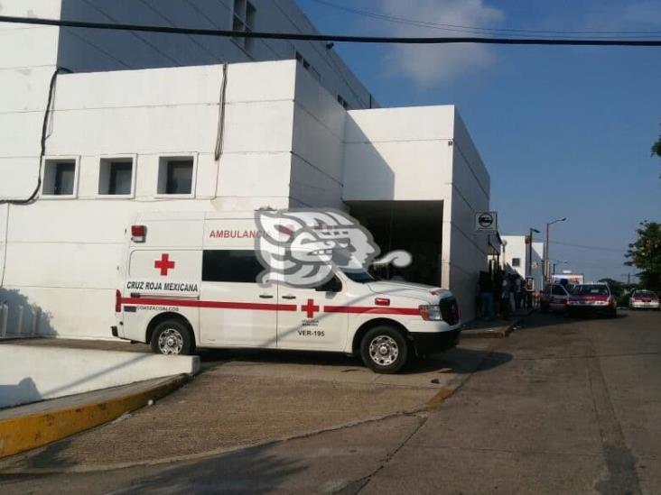 Por tiro en la cabeza, mujer embarazada lucha por sobrevivir en Hospital de Coatza