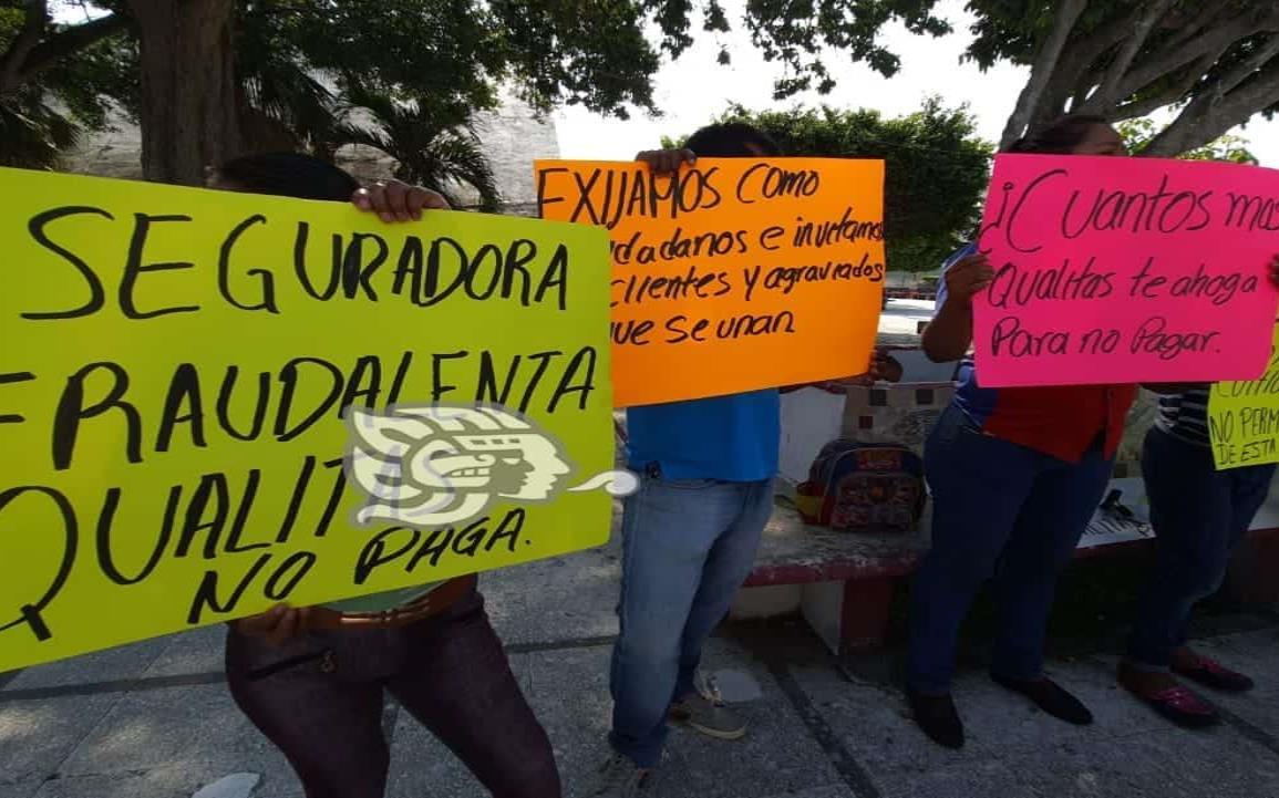 Vuelven a manifestarse contra aseguradora en Coatzacoalcos ante caso omiso