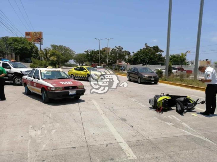Taxista impacta a motociclista en calles de Veracruz