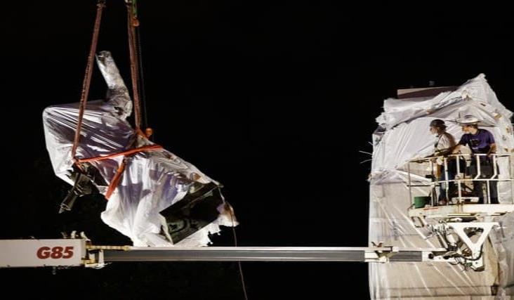 Retiran estatuas de Cristóbal Colón de parques de Chicago