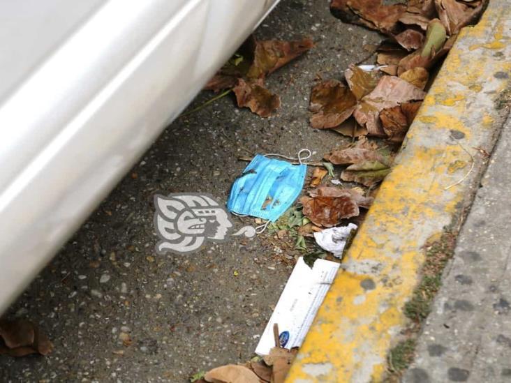 Desechos hospitalarios siguen siendo regados en calles de Coatzacoalcos