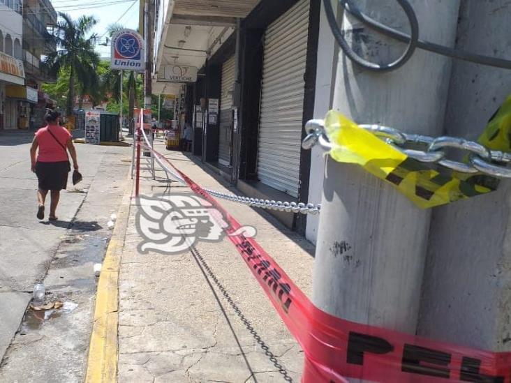 Colocan cadenas alrededor del ex hotel Trópico en Minatitlán
