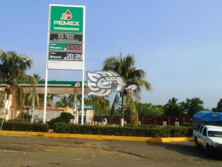 En sierra sur de Veracruz resienten constante alza de combustibles