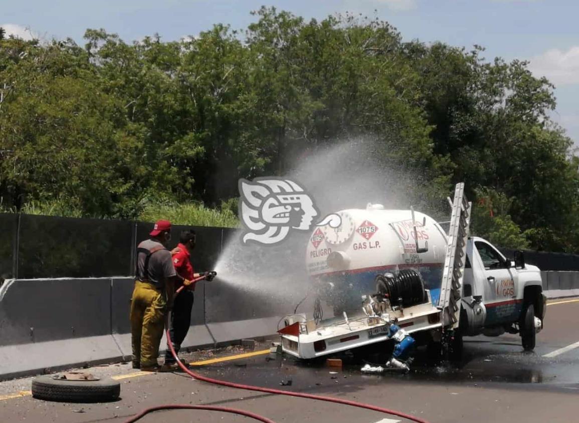 Chocan pipa cargada de gas en tramo Jáltipan de Morelos-Acayucan