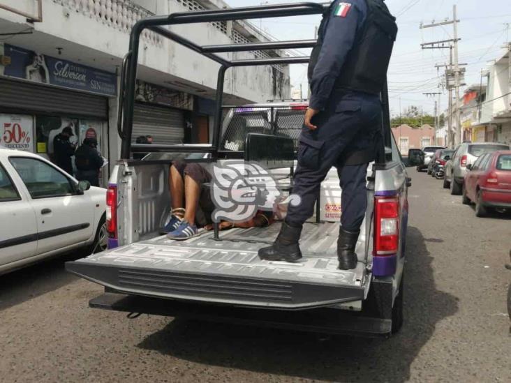 Intenta robar celular y termina amarrado, en el centro de Veracruz