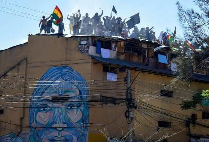 Con motines, exigen atención médica en cárceles de Bolivia