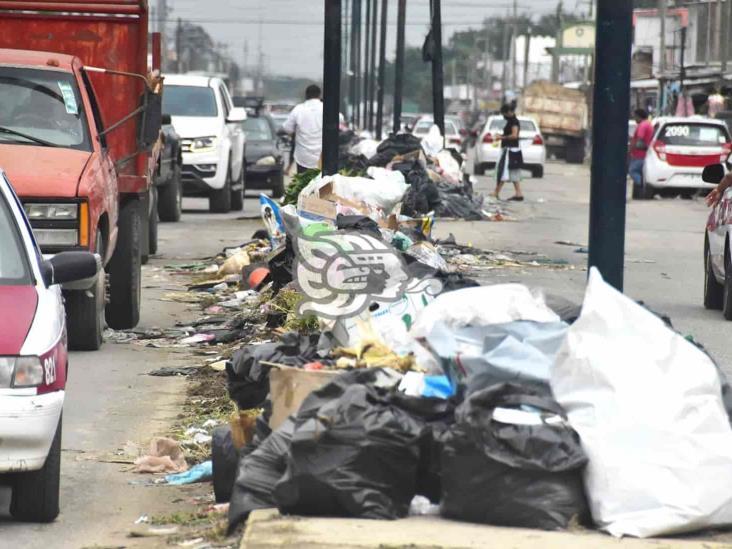 Más de 200 toneladas de basura invaden calles de Coatzacoalcos