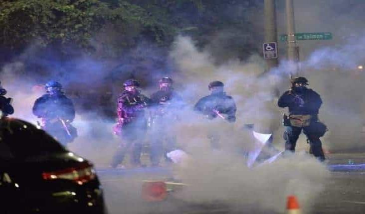 Ordenan retirar policías federales de Portland, en EU