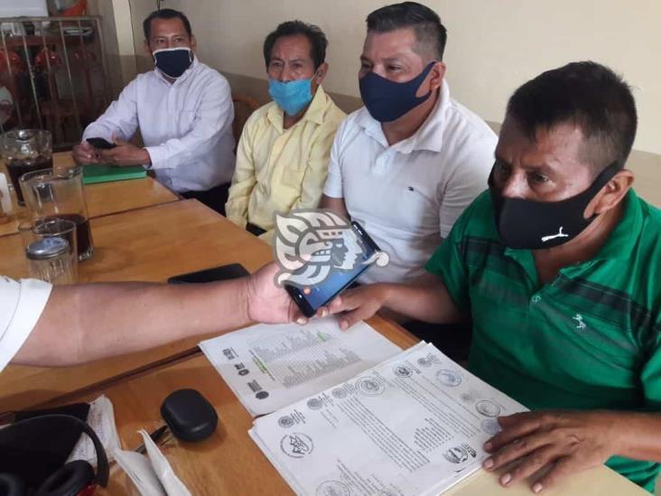 Claman despensas para 15 familias en comunidades de Mecayapan