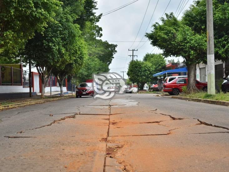 Hundimientos en calles de Acayucan por fugas y reparaciones de CAEV
