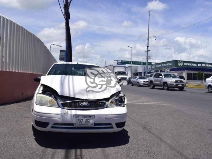 Accidente automovilístico en calles de Veracruz deja solo daños materiales