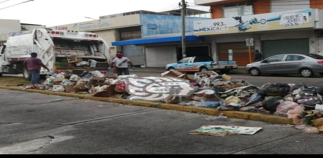 Retiran toneladas de basura de las cercanías del Mercado Morelos