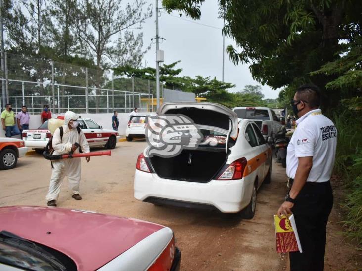 Conductores cumplen con medidas sanitarias en Acayucan