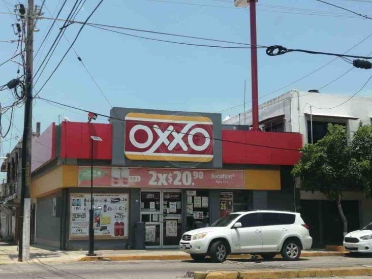Siguen los atracos contra tiendas; asaltan Oxxo de El Tesoro