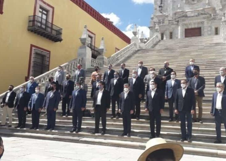 López-Gatell divide a gobernadores del PAN y exhibe la orfandad del PRI