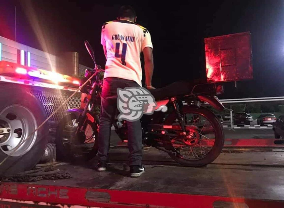 Frustran robo de motocicleta en centro comercial de Acayucan