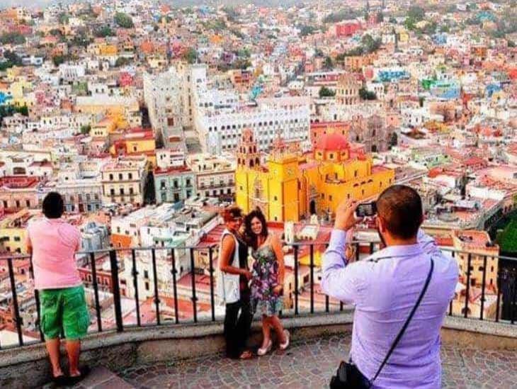 Sector turístico debe estar unido contra crisis, afirma Sectur