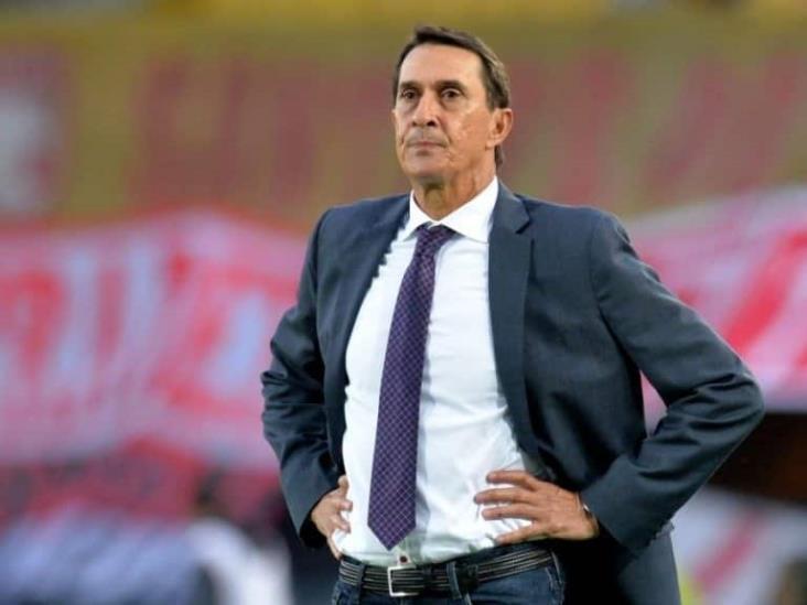 Alexandre Guimarães podría llegar al banquillo de Pumas