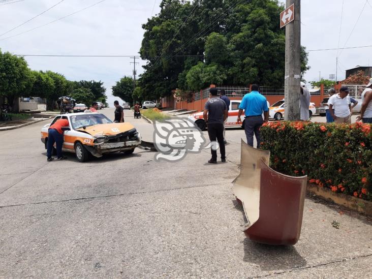 Joven provoca fuerte choque en el barrio Nuevo de Acayucan