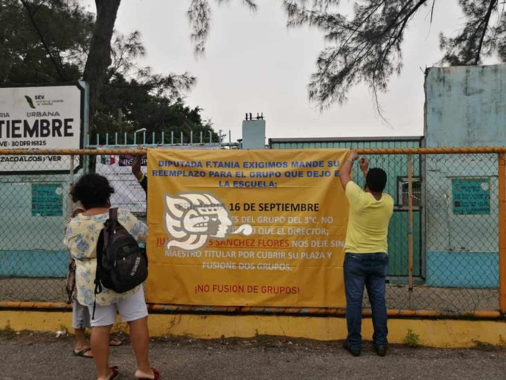 Padres de familia solicitan maestro titular para cubrir plaza que dejó diputada