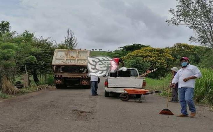 Comienza bacheo en la carretera Tatahuicapan-Pajapan