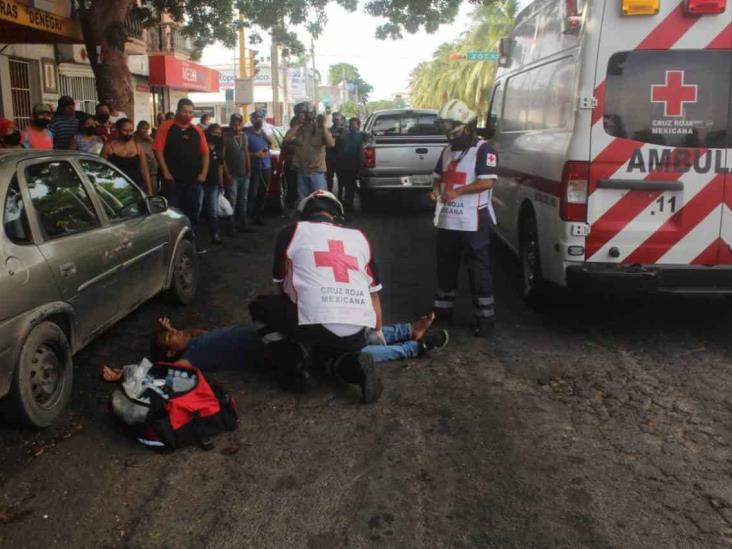 Conductor de camioneta atropella a joven en Veracruz