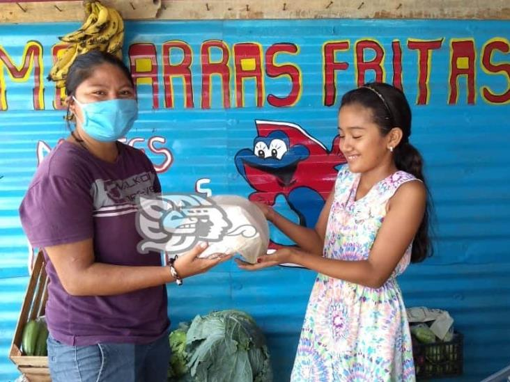 Conocido comediante regala mojarras a familias afectadas por pandemia