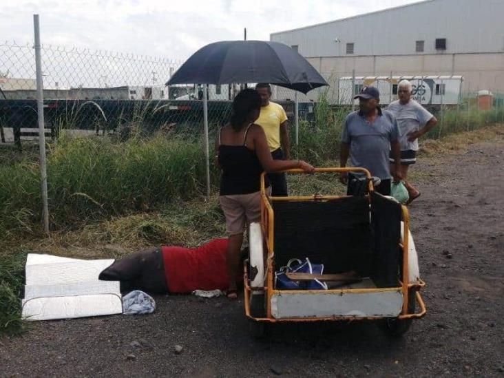 Hombre se automachete la pierna en Veracruz