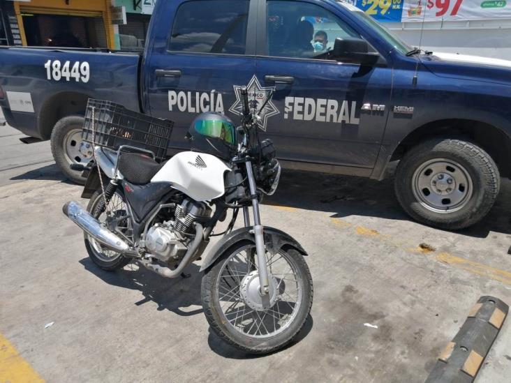 Taxi choca a motociclista en la carretera Veracruz-Xalapa