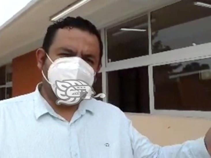 Verifica director de espacios educativos terminación de obras en Minatitlán