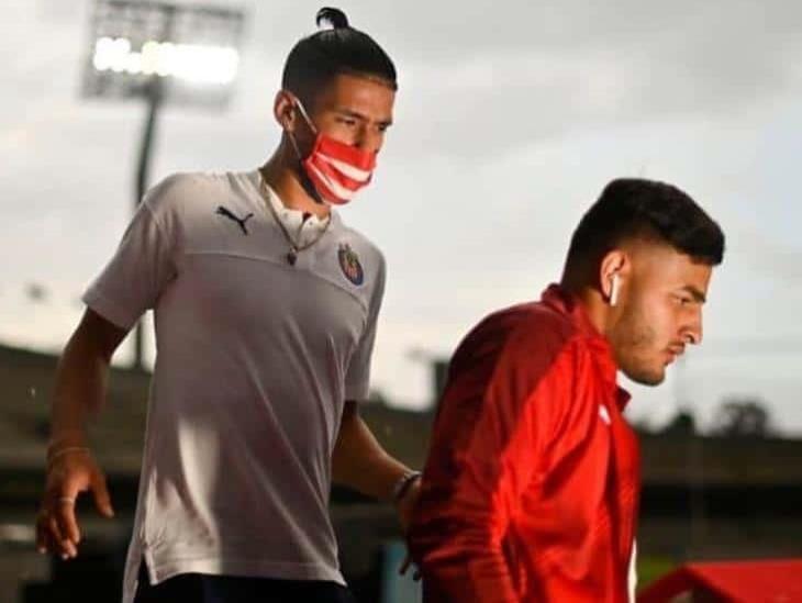Uriel Antuna y Alexis Vega, separados del plantel Chivas tras fiesta