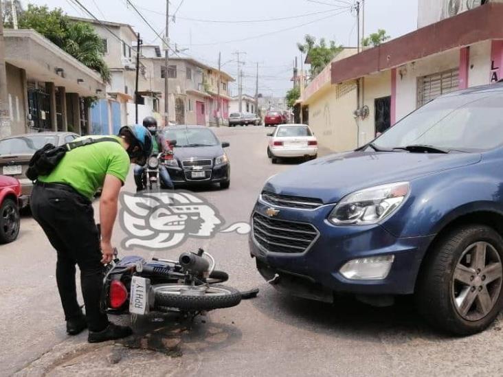 Motociclista es arrollado en la colonia Guayabal de Minatitlán